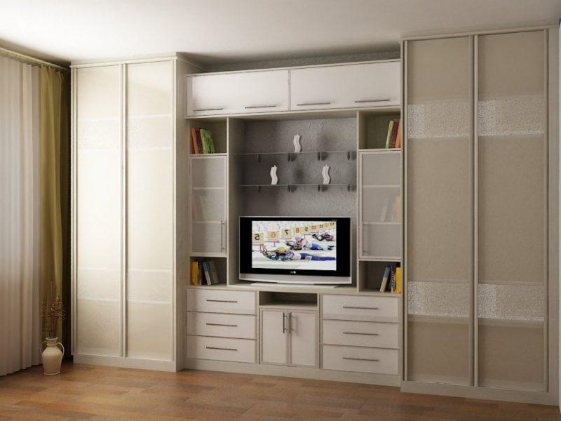 Шкаф-купе в составе модульной стенки для зала