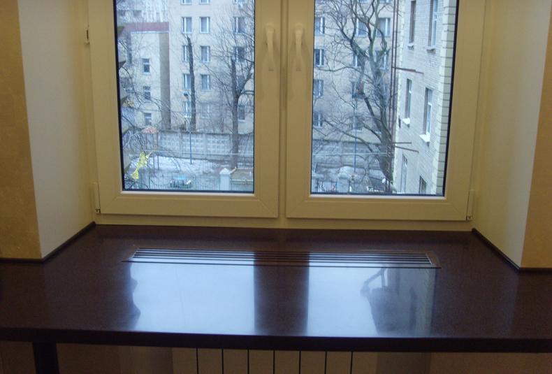 стол подоконник в детской фото 6