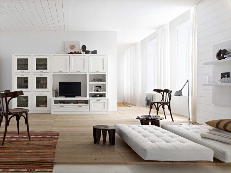 Минималистическая белая мебель в гостиной комнате