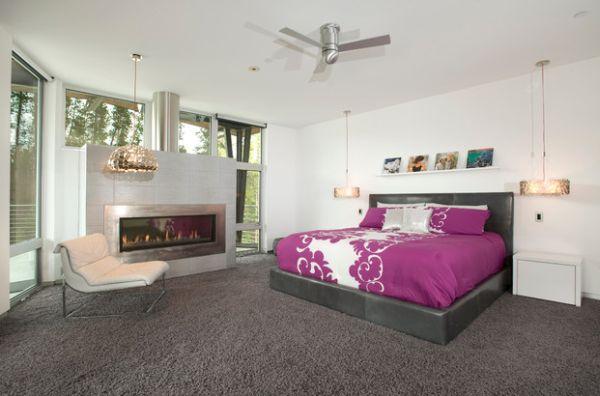 Изысканное оформление спальни с камином