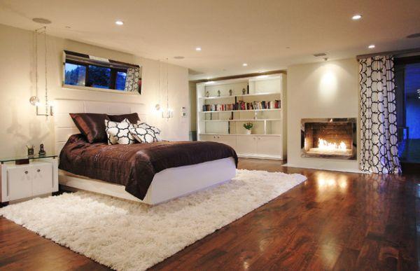Великолепное оформление спальни с камином