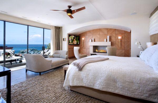 Превосходное оформление спальни с камином