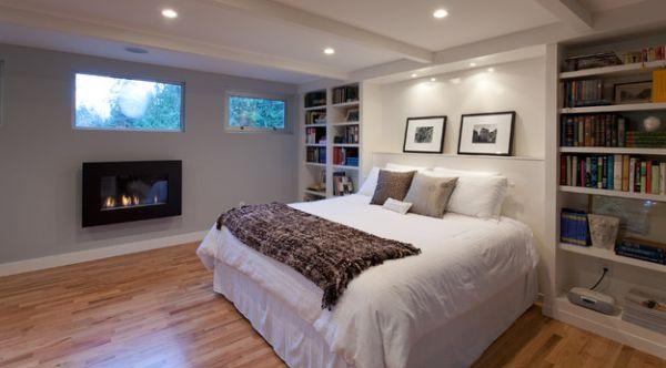 Хорошее оформление спальни с камином