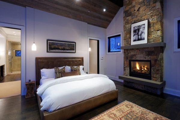 Классное оформление спальни с камином