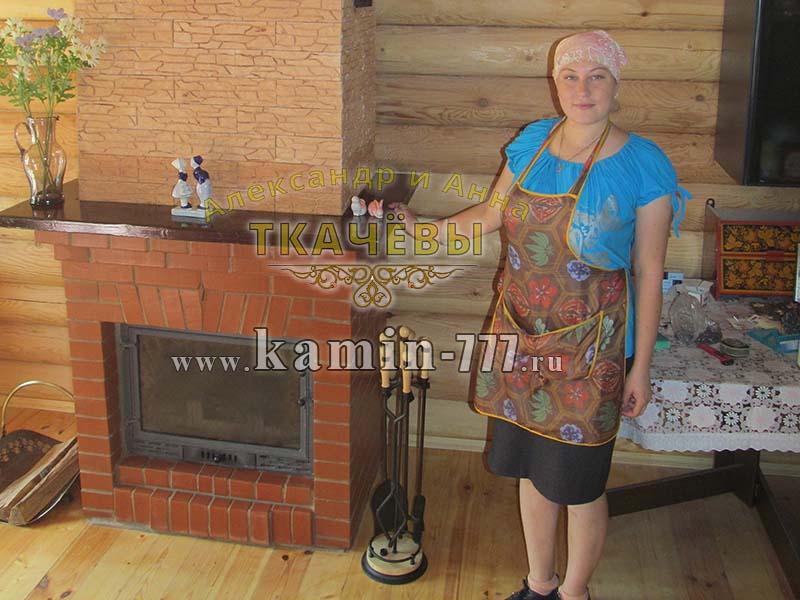 фото чугунного камина облицованного кирпичом