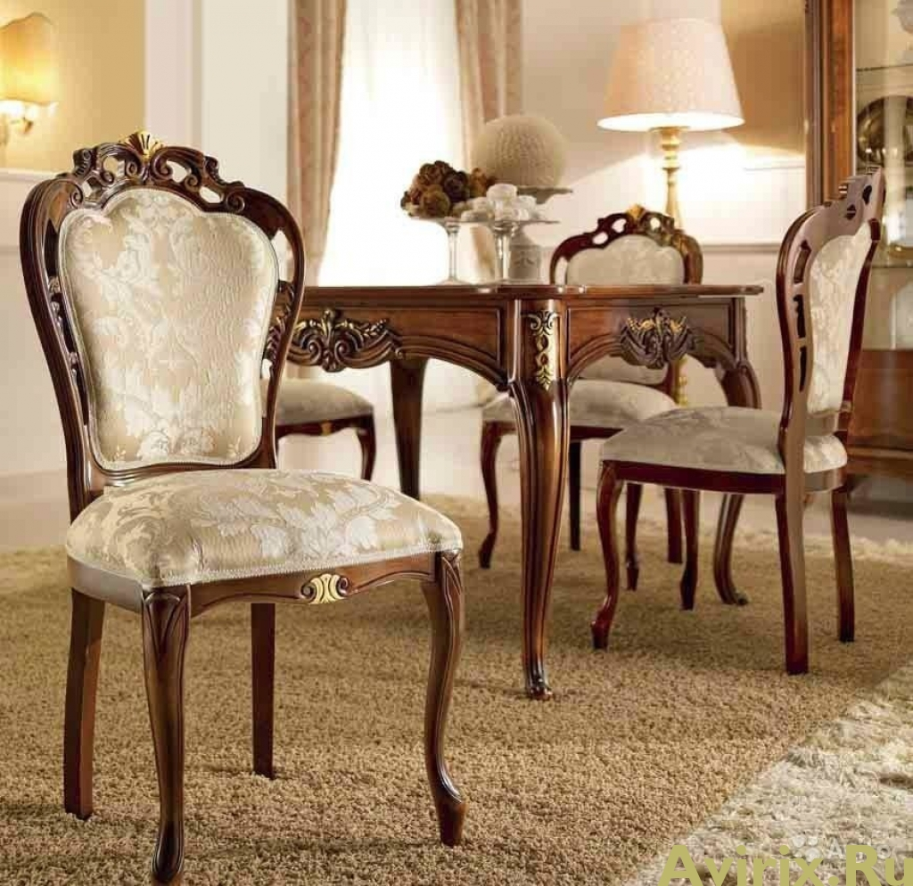 Классические стулья для гостиной