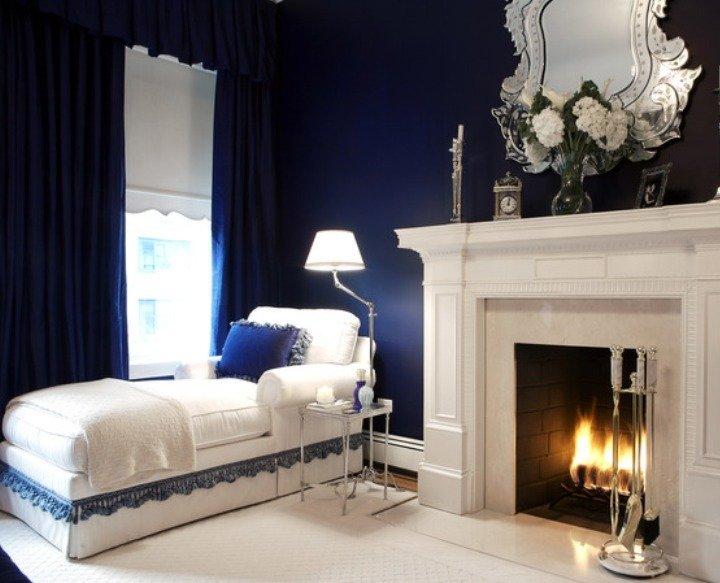 Маленькая спальня с камином